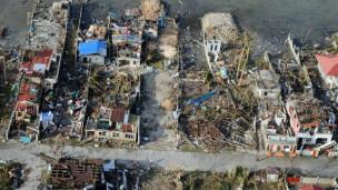 131111161338_typhoon_destruction_304x171_bbc_nocredit